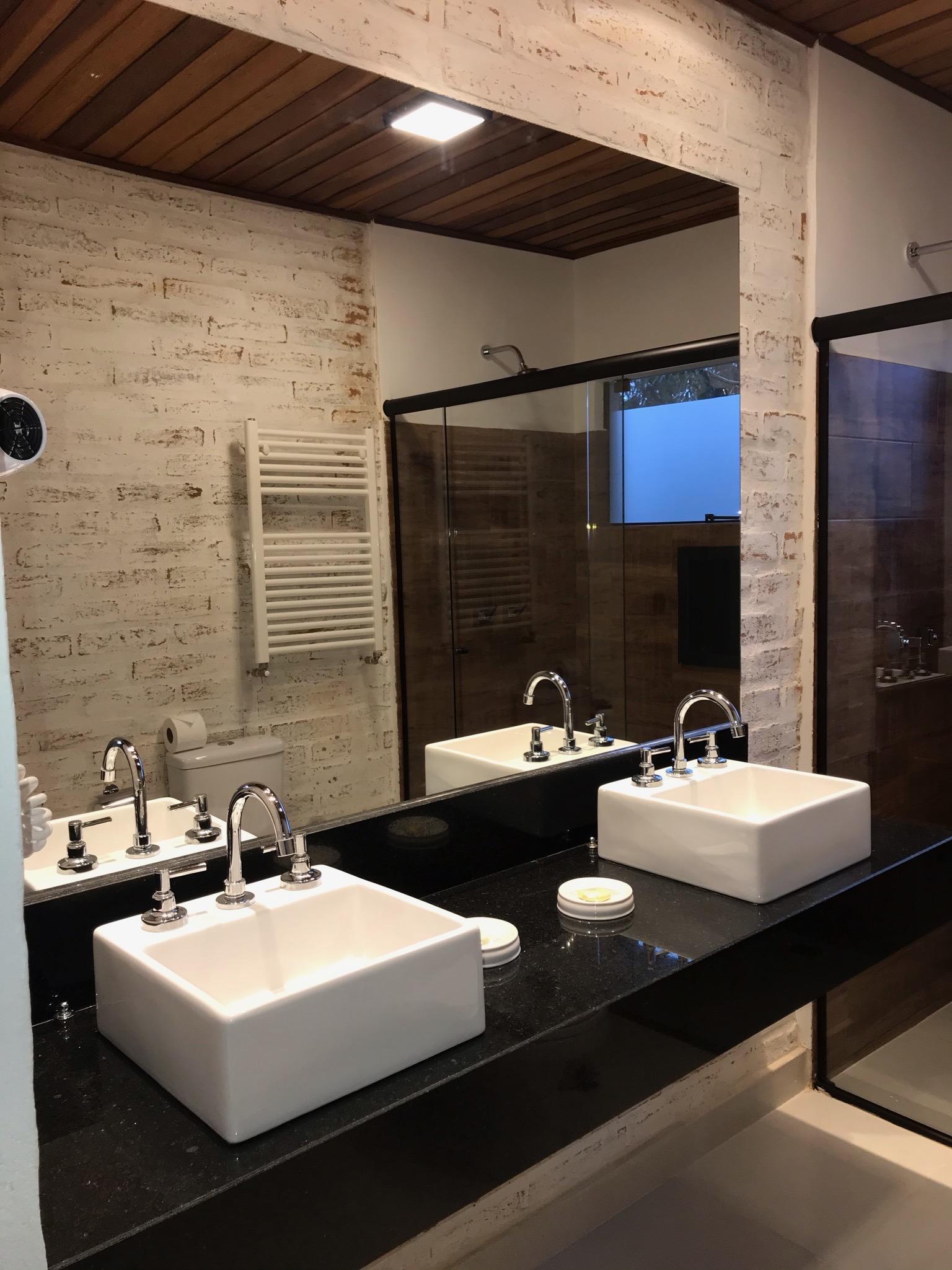 Banheiro pias