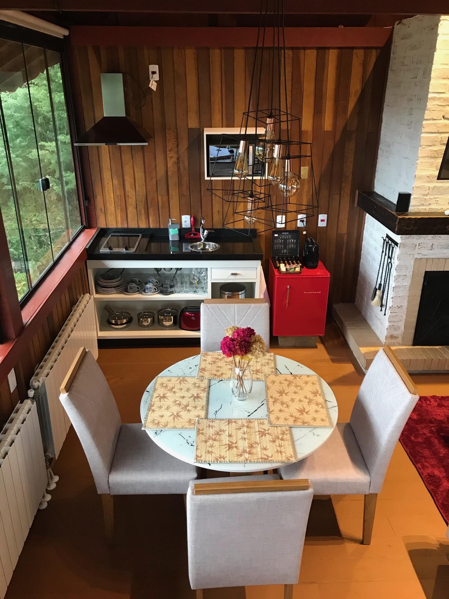 Cozinha e sala jantar