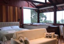 Sofa cama, cama king, hidro e vista do por do sol